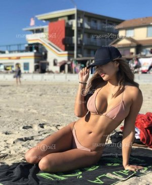 Almerinda escort girl in Thousand Oaks California