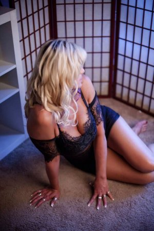 Chantale escort girl in Pleasanton Texas